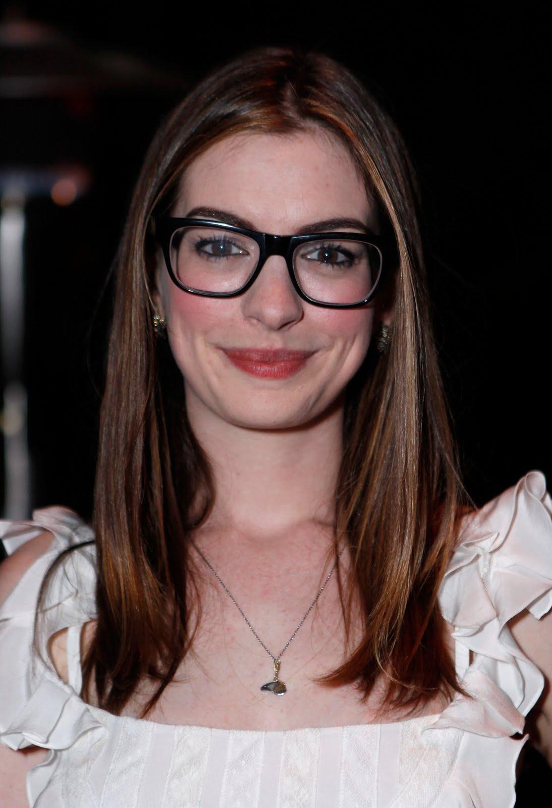Anne Hathaway indossa Barton Perreira